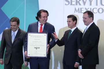 <h5>National Entrepreneur Daniel Chávez Morán</h5><p>MEXICO CITY, March 18, 2016 /PRNewswire/ -- Daniel Chávez Morán, founder of Mexico's leading resort operator and developer Grupo Vidanta, was recognized with two esteemed distinctions last week for his career in tourism and his entrepreneurship in Mexico.  Mexico's Confederation of National Chambers of Commerce, Services, and Tourism (CONCANACO Servytur) named Chávez Morán the Tourism Entrepreneur of the Year on March 9 for his extraordinary business career in the tourism efforts of Mexico. 																	</p>