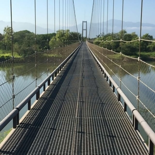 <h5>World's longest golf cart </h5><p>Come experience the world's longest golf cart suspension bridge</p>
